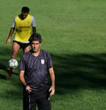 Tidak Sabar Kembali ke Lapangan, Teco Datangi Lapangan Latihan Tim yang Masih Direnovasi