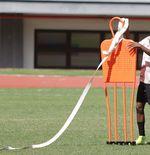 Sepak Bola Jadi Pelipur Lara Alexandro Felix Kamuru