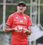 Hidup Pelatih Arema FC Tak Lengkap Tanpa Secangkir Kopi