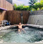 Lepas Penat, Dedi Kusnandar Relaksasi dengan Berenang