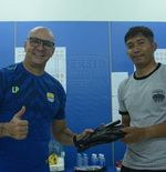 Arti Penting Sarung Tangan Luizinho Passos bagi Pelatih Kiper Akademi Persib
