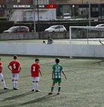 Kiper dari Tim Muda Klub Spanyol Ini Mengantisipasi Penalti dengan Gaya yang Aneh