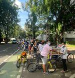 Pesepeda dari 40 Komunitas Berbagi 1.000 Kantung Beras