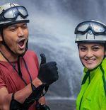 Mengenal Canyoneering, Hobi Baru Pasangan Ibnu Jamil-Ririn Ekawati