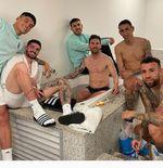 Seperti Raja, Lionel Messi Dikelilingi Rekan Setimnya Mandi di Bathub