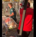 Peduli Lingkungan, Sebastian Vettel Ikut Angkut Sampah di Sirkuit Silverstone
