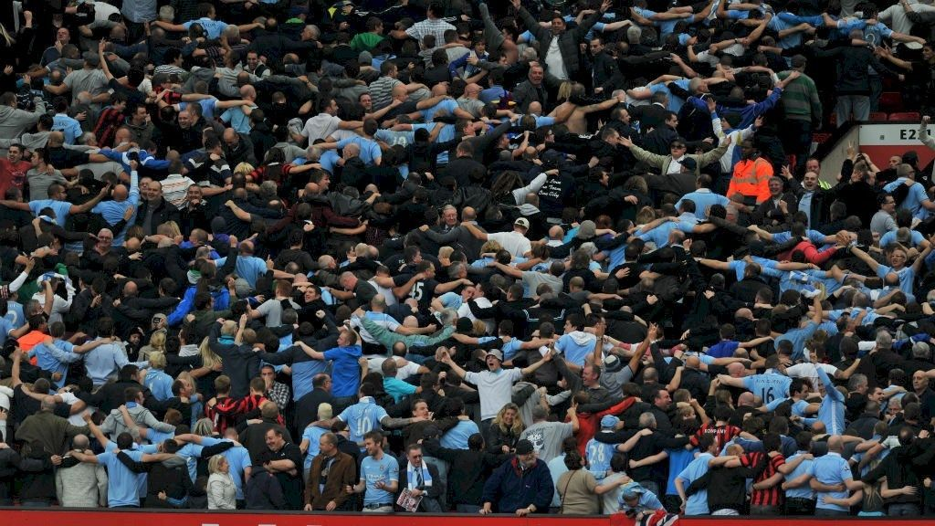 Para suporter Manchester City berada di tribune Old Trafford, markas Manchester United.