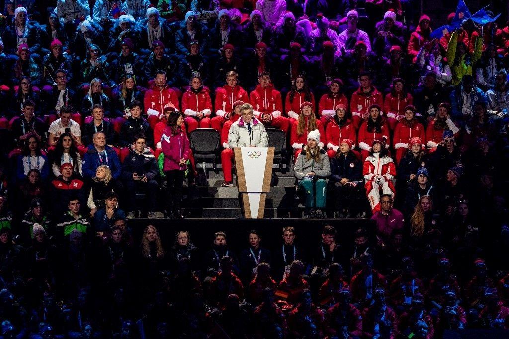 Presiden Komite Olimpiade Internasional (IOC) Thomas Bach (tengah), memberikan pidato di pembukaan Olimpiade Musim Dingin Remaja 2020  di Lausanne, Swiss, Kamis ( 9/1/2020).