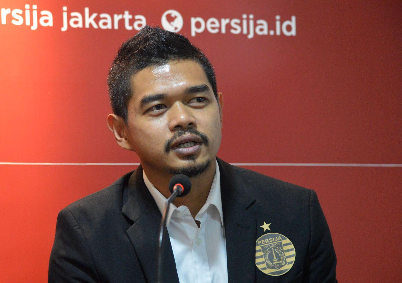 Manajer Persija, Bambang Pamungkas, memberi keterangan saat perkenalan Marc Anthony Klok kepada jurnalis, di Kuningan, Jakarta Selatan, Minggu, 1 Februari 2020.