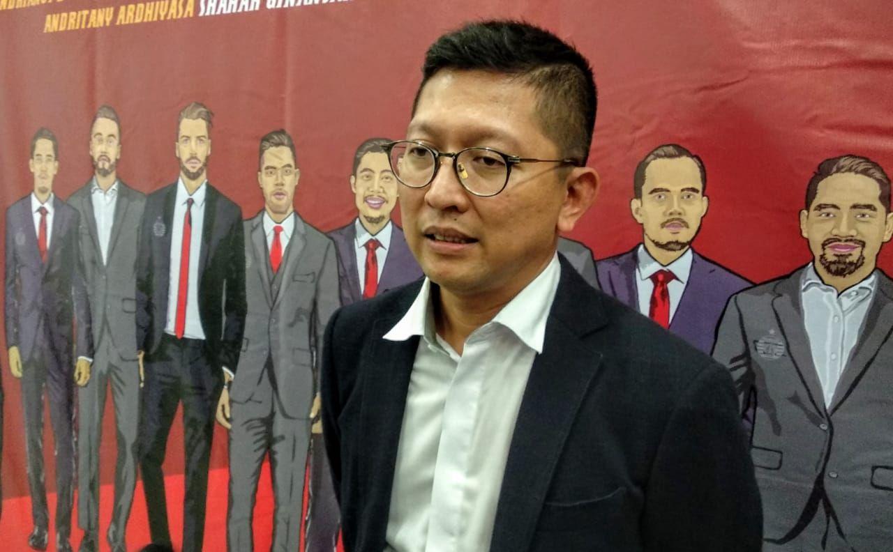 Presiden Persija Jakarta, Mohamad Prapanca, saat menjawab pertanyaan jurnalis di Stadion Utama Gelora Bung Karno (SUGBK), menjelang pertandingan uji coba melawan klub Singapura, pada Jumat, 7 Januari 2020.