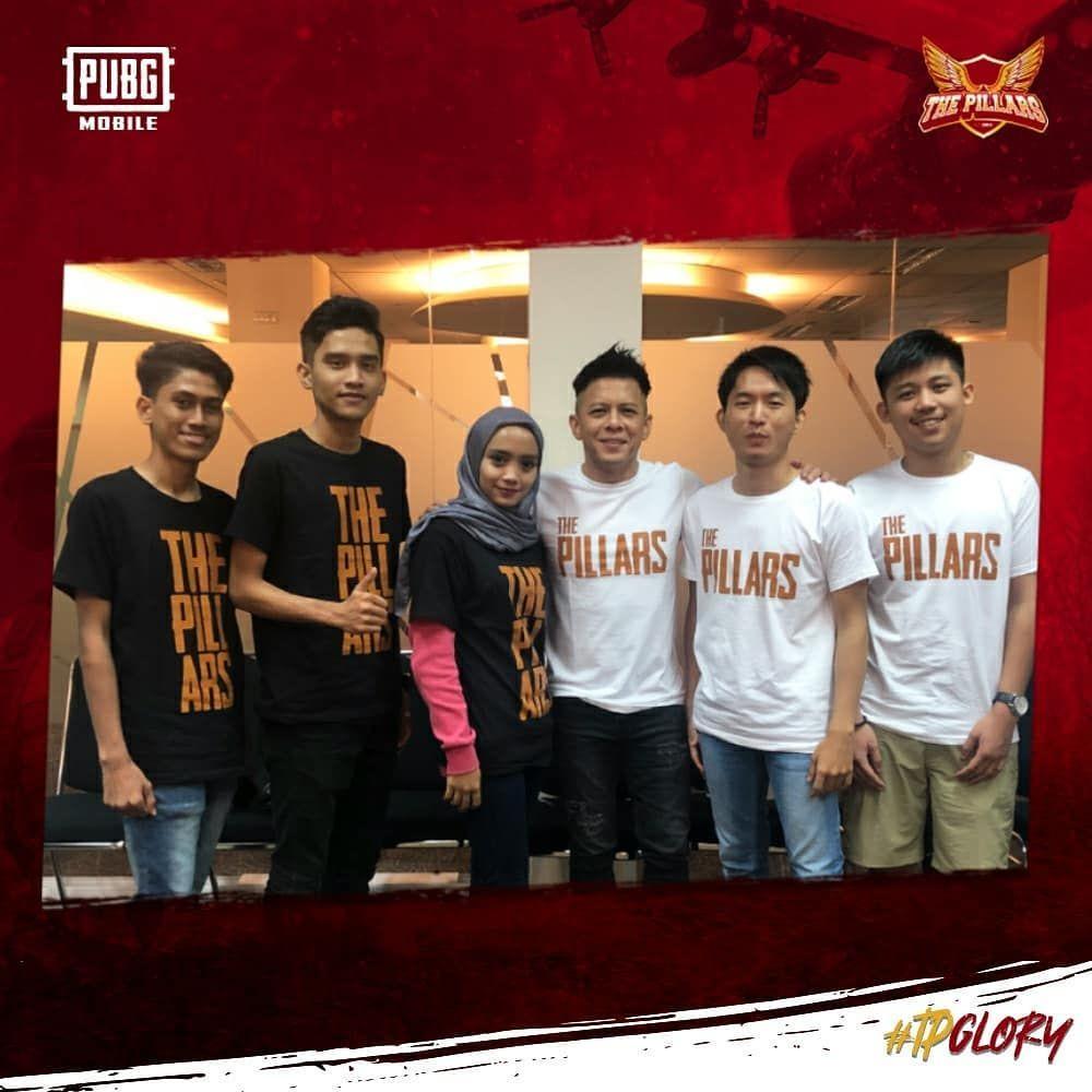 Skuad The Pillars Slayer untuk PMPL Indonesia 2020 bersama founder mereka, Ariel Noah.