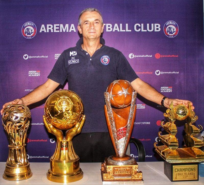 Milomir Seslija saat masih menjadi pelatih Arema FC.
