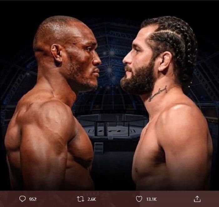 Kamaru Usman (kiri) berhasil mempertahankan gelar usai mengandaskan Jorge Masvidal dalam pertarungan UFC 251 kelas welter di Abu Dhabi pada Sabtu (11/7/2020) atau Minggu siang WIB.
