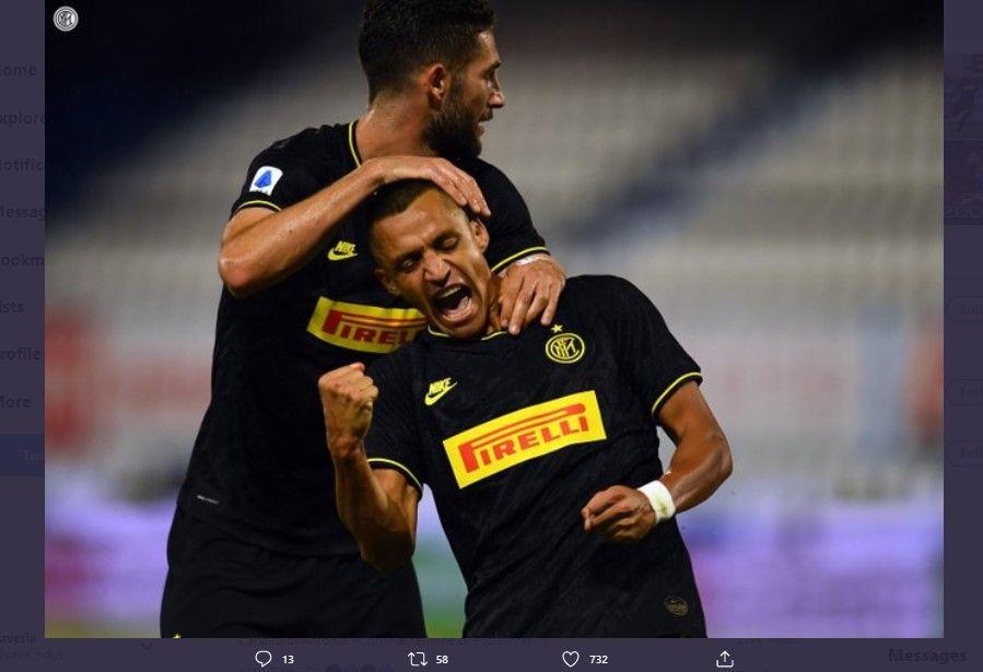 Dua pencetak gol Inter Milan dalam laga lawan SPAL, Roberto Gagliardini dan Alexis Sanchez, di Stadion Paolo Mazza, Kamis 16 Juli 2020.