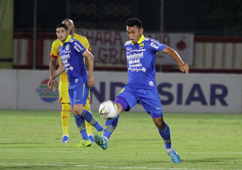 Abdul Aziz Lutfi Akbar, pemain tengah Persib Bandung dalam sebuah laga Liga 1 2019.
