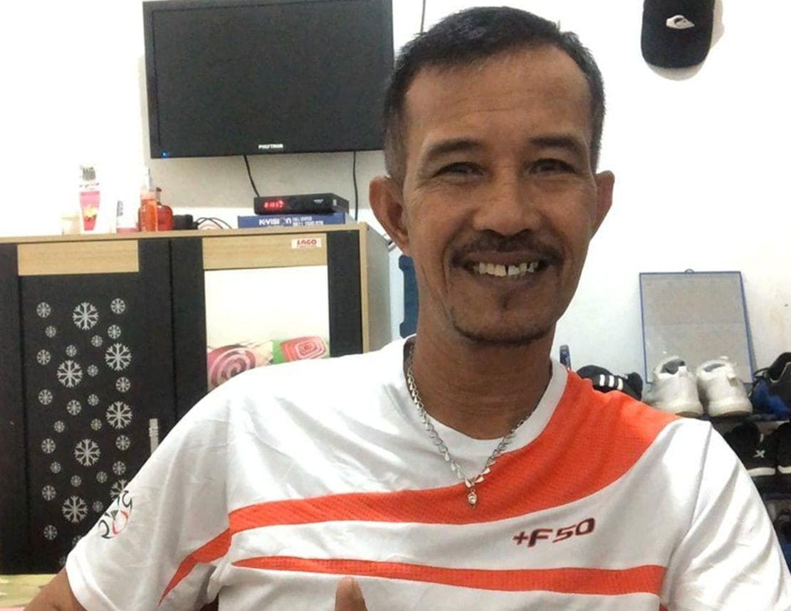 Mantan penjaga gawang Arema juara Galatama 1992/1993 asal Mataram, NTB, Nanang Hidayat (bertopi) kini bersama Lalenok United, Dili pada Liga Futebol Amadora Timor-Leste