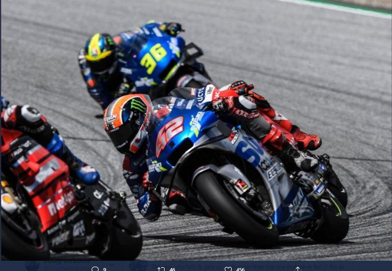 Dua pembalap tim Suzuki Ecstar, Alex Rins (#42) dan Joan Mir (#36), kala tampil dalam sesi balapan MotoGP Austria 2020 yang digelar di Red Bull Ring pada Minggu (16/8/2020).