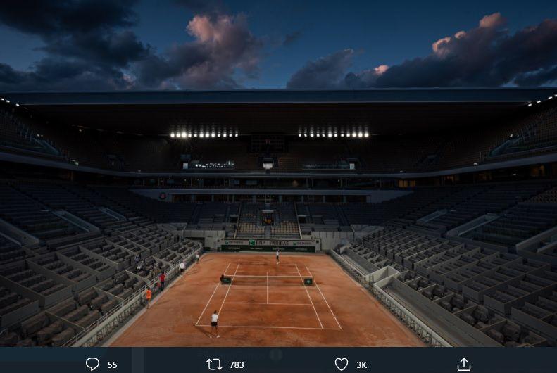 Pihak penyelenggara terus mempersiapkan Lapangan Philippe-Chatrier yang akan menjadi venue French Open 2020, pada 21 September-11 Oktober mendatang.