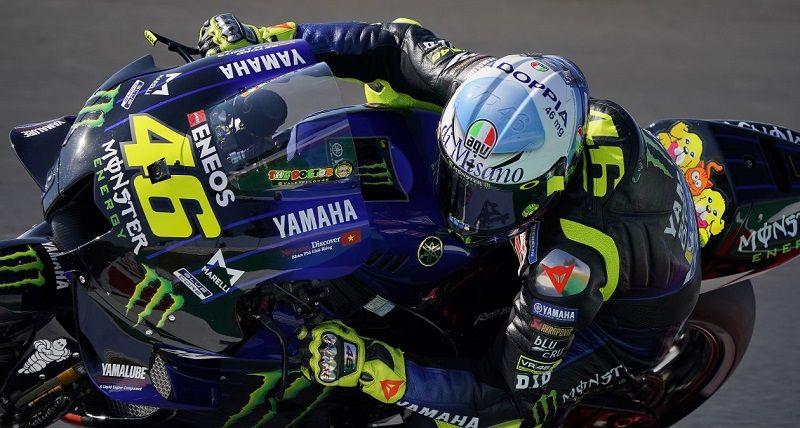 Pembalap Tim Monster Energy Yamaha, Valentino Rossi, menilai motor MotoGP modern seperti Yamaha YZR-M1 miliknya merupakan motor terbaik yang pernah dibuat untuk kejuaraan dunia. Tampak Rossi saat turun dalam sesi latihan bebas GP San Marino 2020 di Sirkuit Misano pada 12 September 2020 lalu.