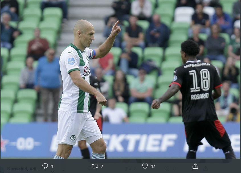 Gestur Arjen Robben dalam laga antara FC Groningen vs PSV Eindhoven, Senin 14 September 2020.