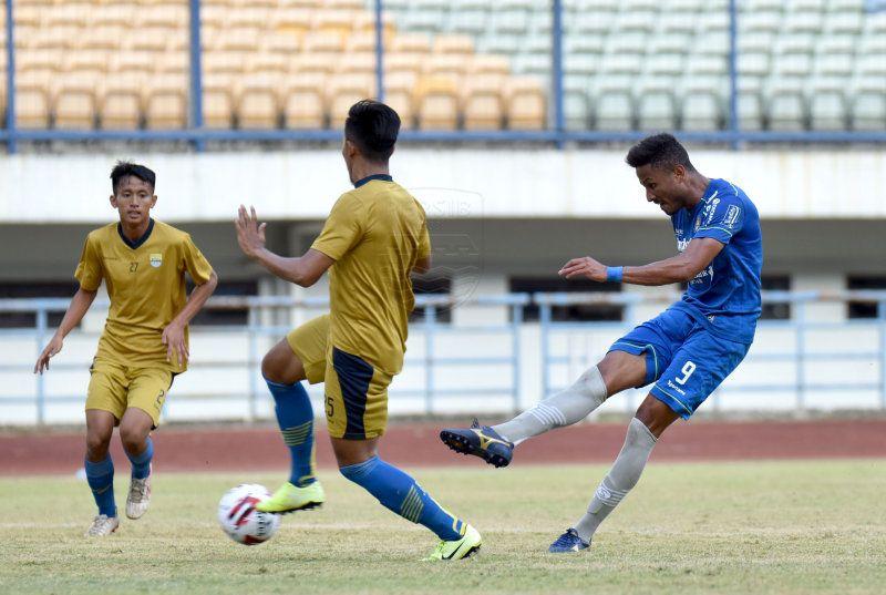 Wander Luiz mencetak hattrick ke gawang Bandung United pada laga uji coba Persib akhir 2020.