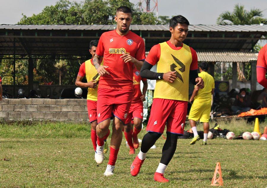 Center back asal Espirito Santo, Brazil, Caio Ruan Lino de Freitas dalam sesi latihan bersama tim Arema FC.