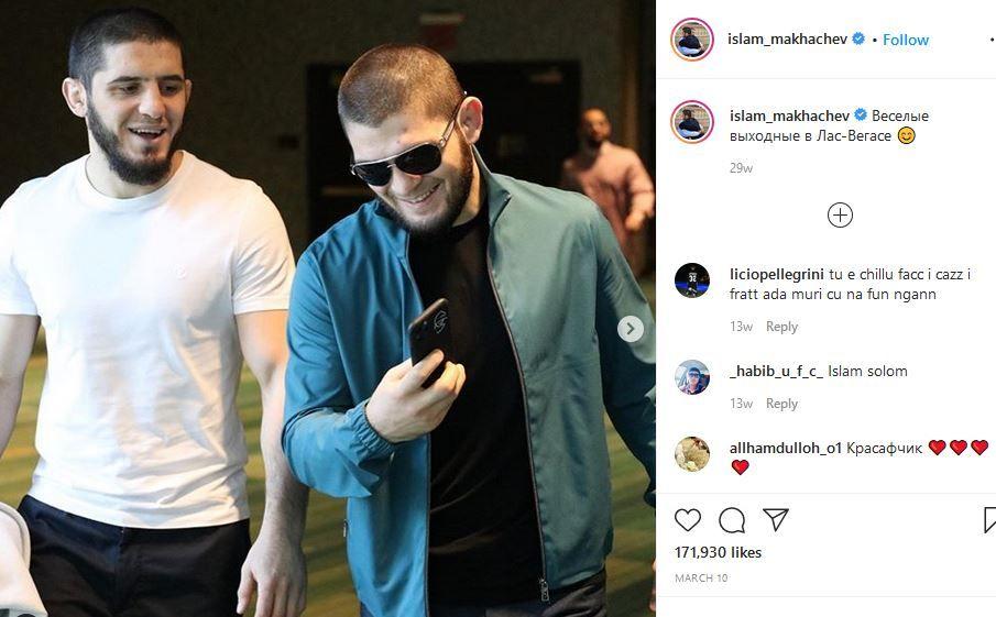Islam Makhachev (kiri) dan Khabib Nurmagomedov, petarung UFC asal Rusia yang akan tampil dalam UFC 254.