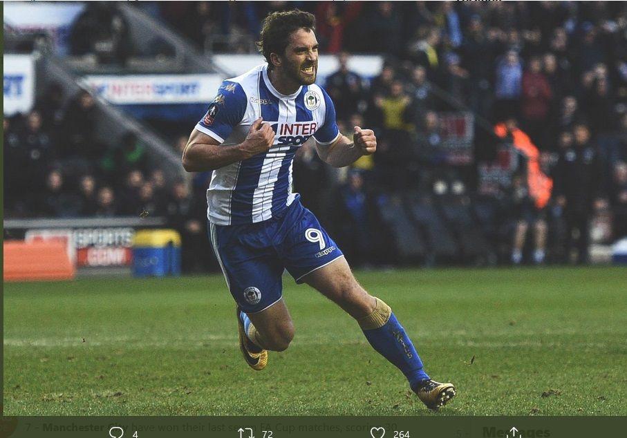 Pemyerang Wigan, Will Grigg, saat merayakna gol yang menentukan kemenangan timnya dalam Piala FA 2018 lalu.