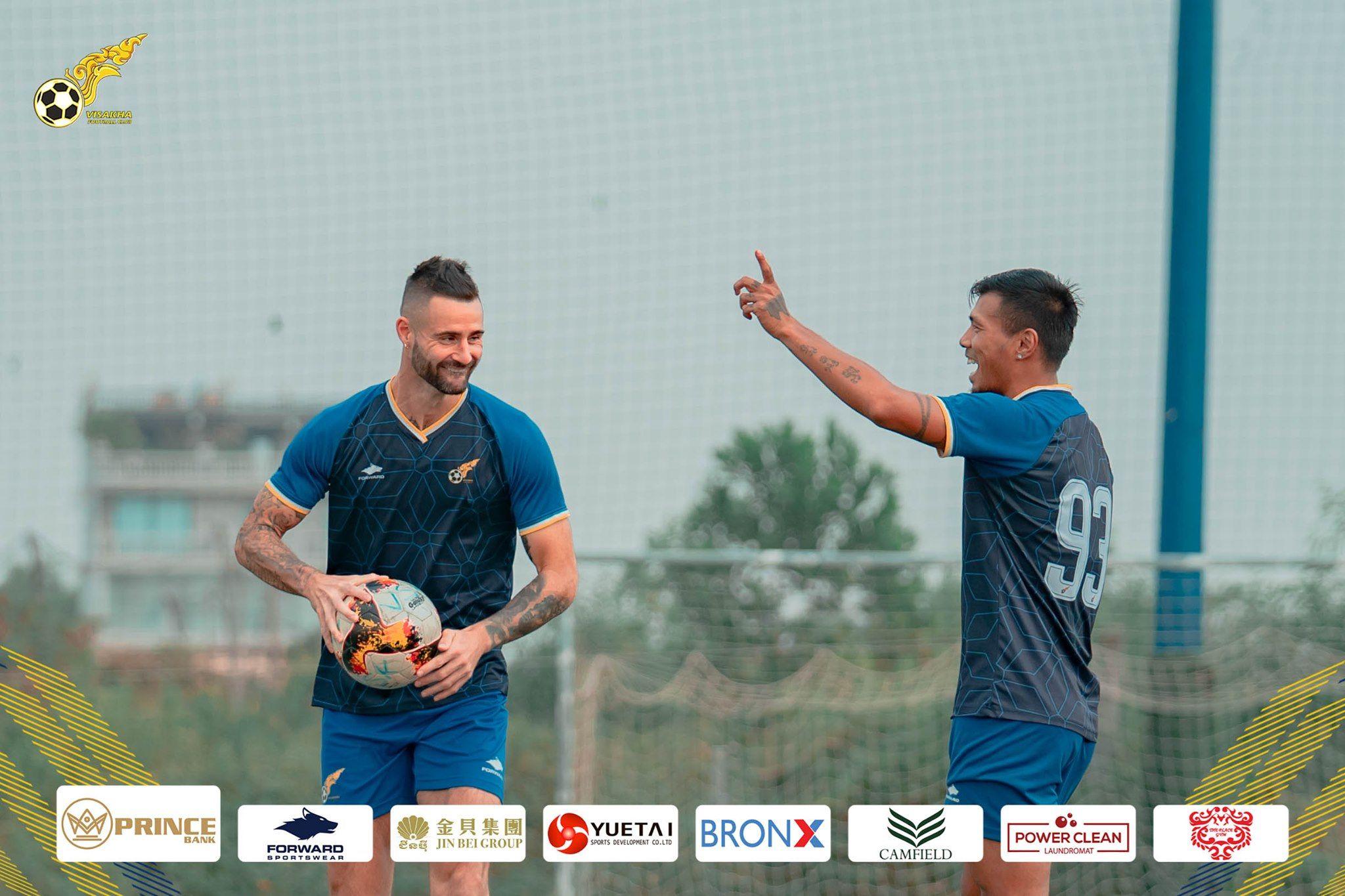 Marcus Haber, eks-striker yang sempat dikontrak klub Premier League, dalam sesi latihan bersama tim Liga Kamboja, Visakha FC pada 19 Januari 2021.