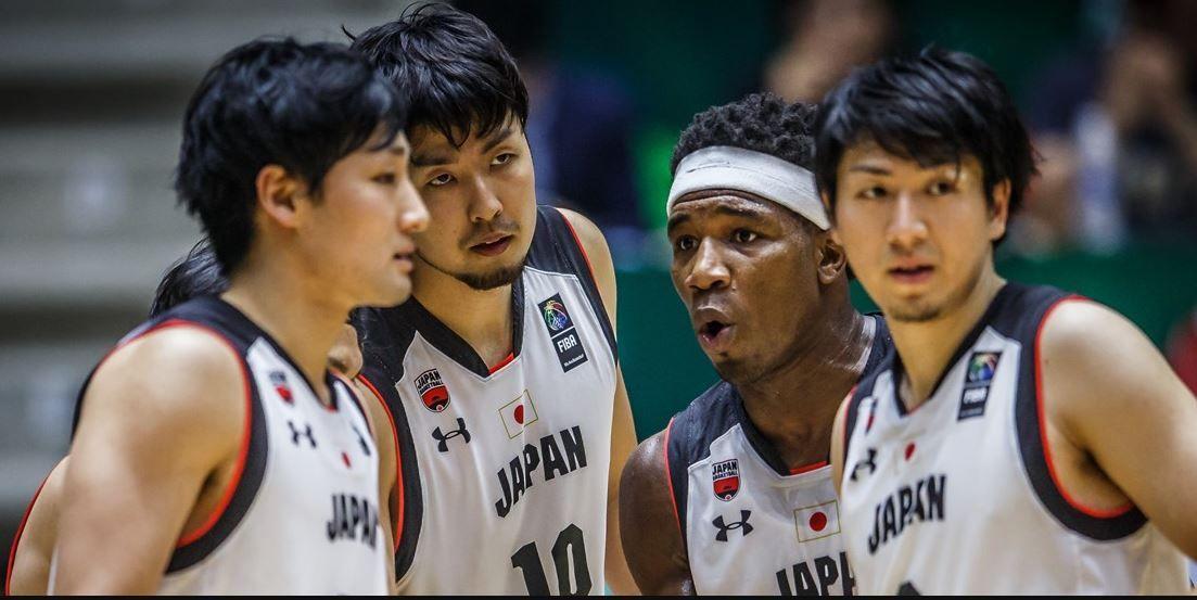 Momen Kosuke Takeuchi dan Rui Hachimura (tengah) saat membela Timnas Basket Jepang di ajang Piala Dunia Basket 2019