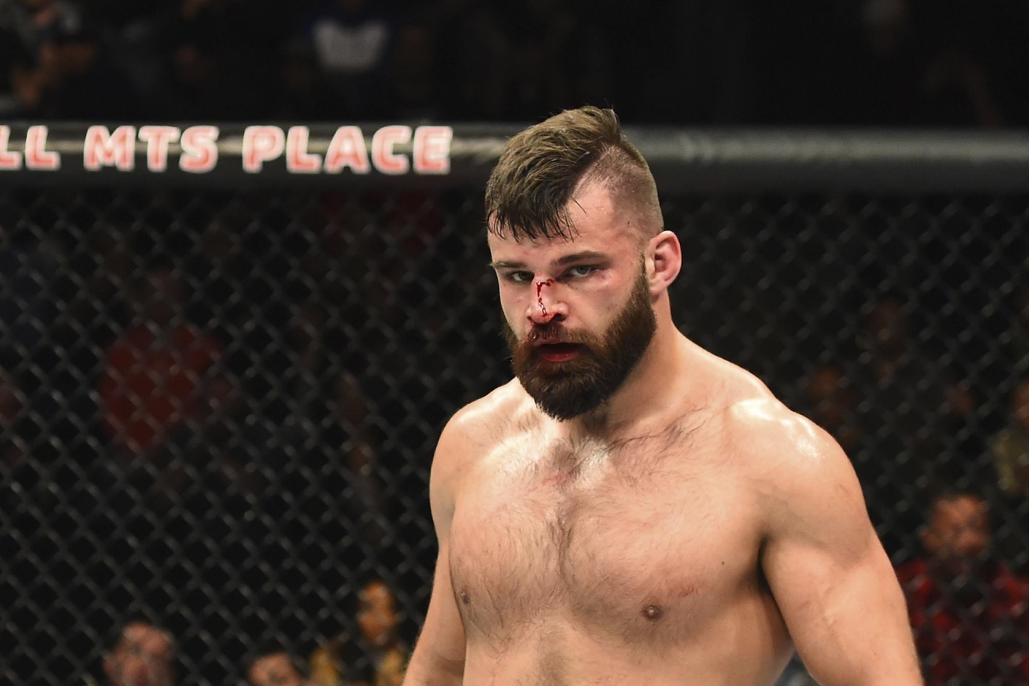 Dokumentasi aksi Julian Marquez dalam pertarungan UFC