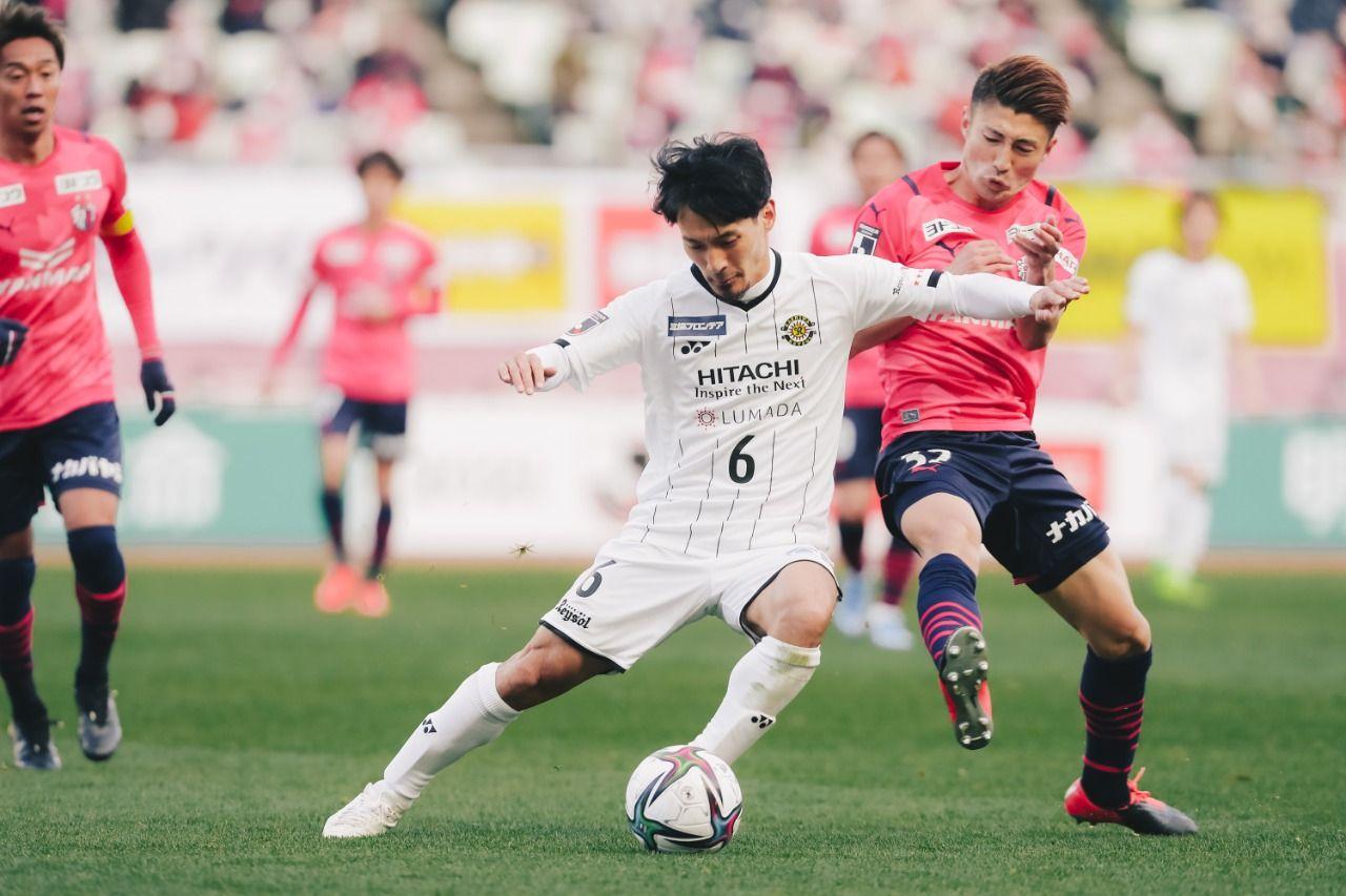 Pemain Kashiwa Reysol, Shunki Takahashi, saat laga lawan Cerezo Osaka di Meiji Yasuda J1 League, Sabtu (27/2/2021).