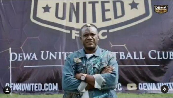 Tangkapan layar video perkenalan Herman Dzumafo Epandi sebagai rekrutan anyar Dewa United FC.