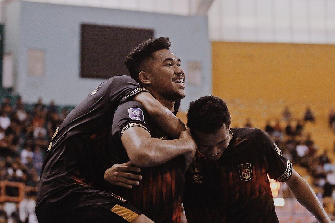 Selebrasi pivot Black Steel Evan Soumilena saat mencetak gol di ajang Pro Futsal League 2020