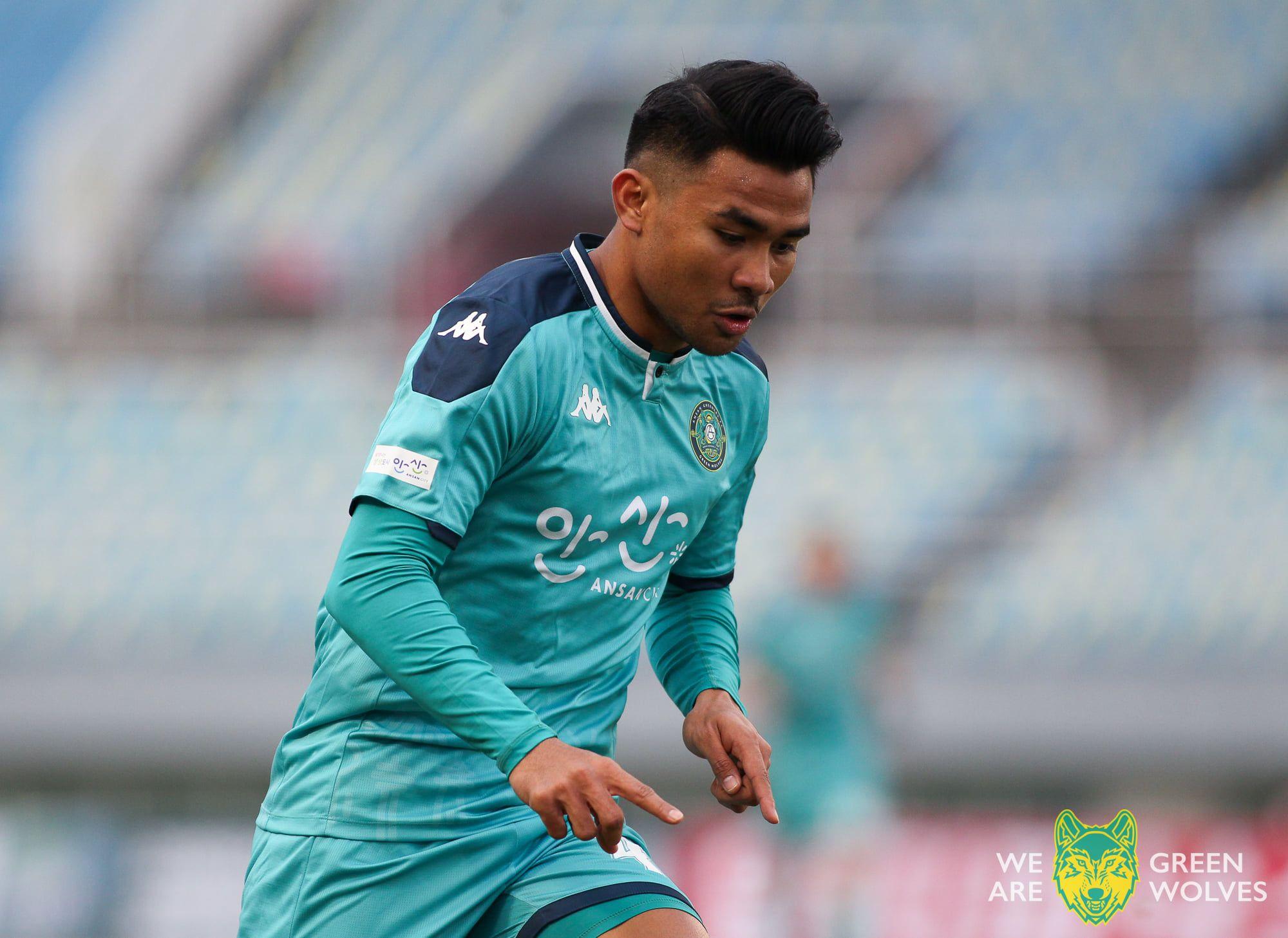 Bek asal Indonesia, Asnawi Mangkualam Bahar, saat menjalani debut untuk tim Ansan Greeners di babak 32 besar Piala FA Korea Selatan, Minggu (28/3/2021).