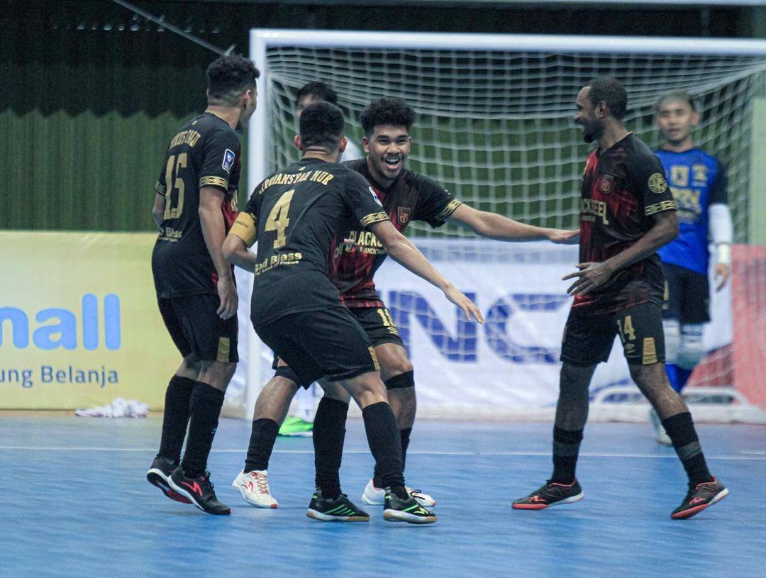 Selebrasi Evan Soumilena (tengah) usai mencetak gol ke gawang SKN FC Kebumen pada grand finla Pro Futsal League 2020, 28 Maret 2021