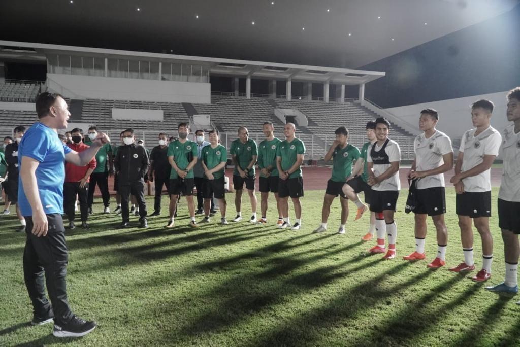 Ketum PSSI Mochamad Iriawan saat memberikan motivasi kepada para pemain timnas Indonesia/ Media PSSI