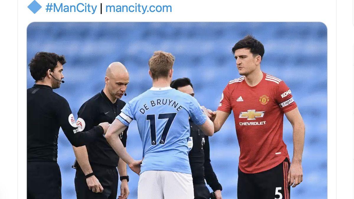 Kevin De Bruyne dan Harry Maguire bersalaman jelang laga Manchester City vs Manchester United di Stadion Etihad, 7 Maret 2021.