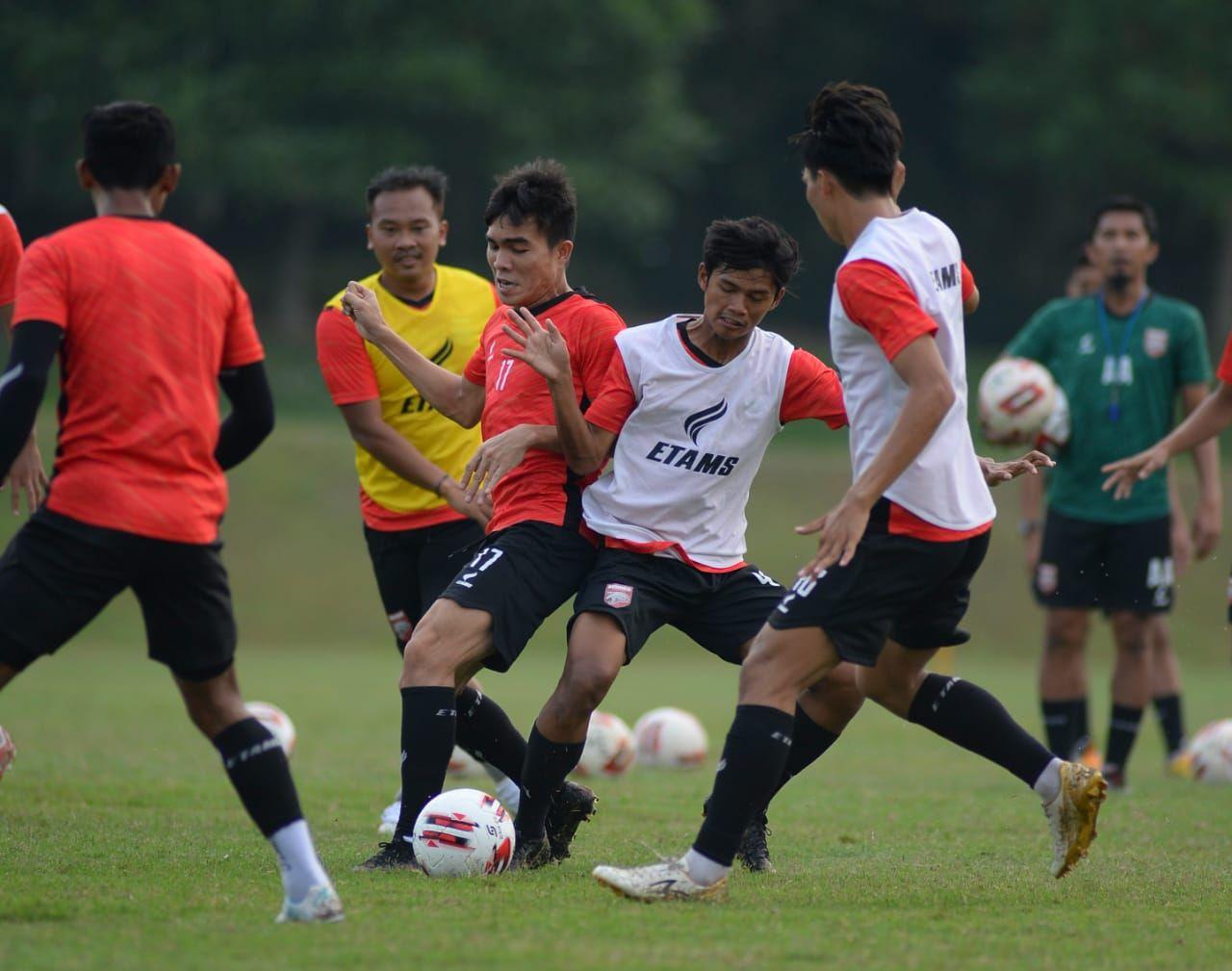 Suasana latihan perdana Borneo FC di Yogyakarta, Senin (24/5/2021).