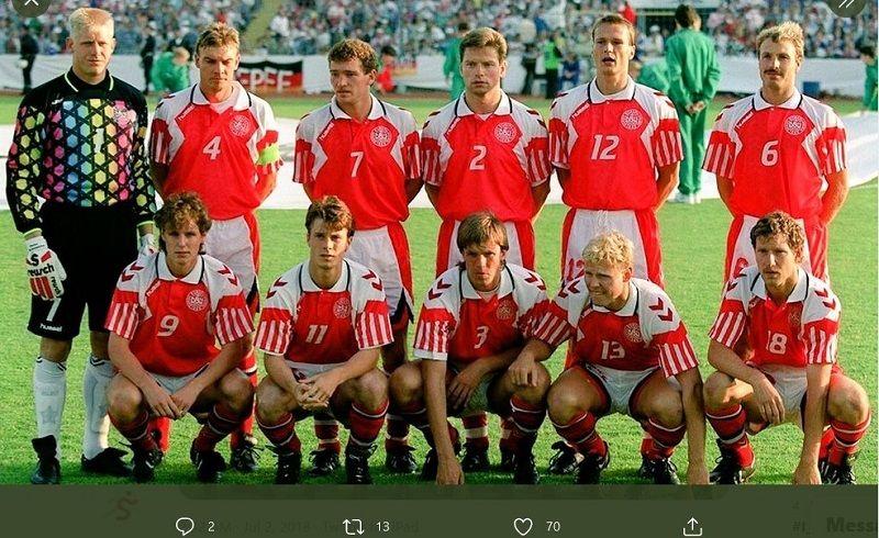 Pemain timnas Denmark pada Piala Eropa 1992 dengan warna merah dan putih.
