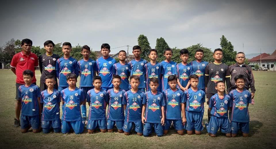 Para pemain dari SSB Gama Yogyakarta.