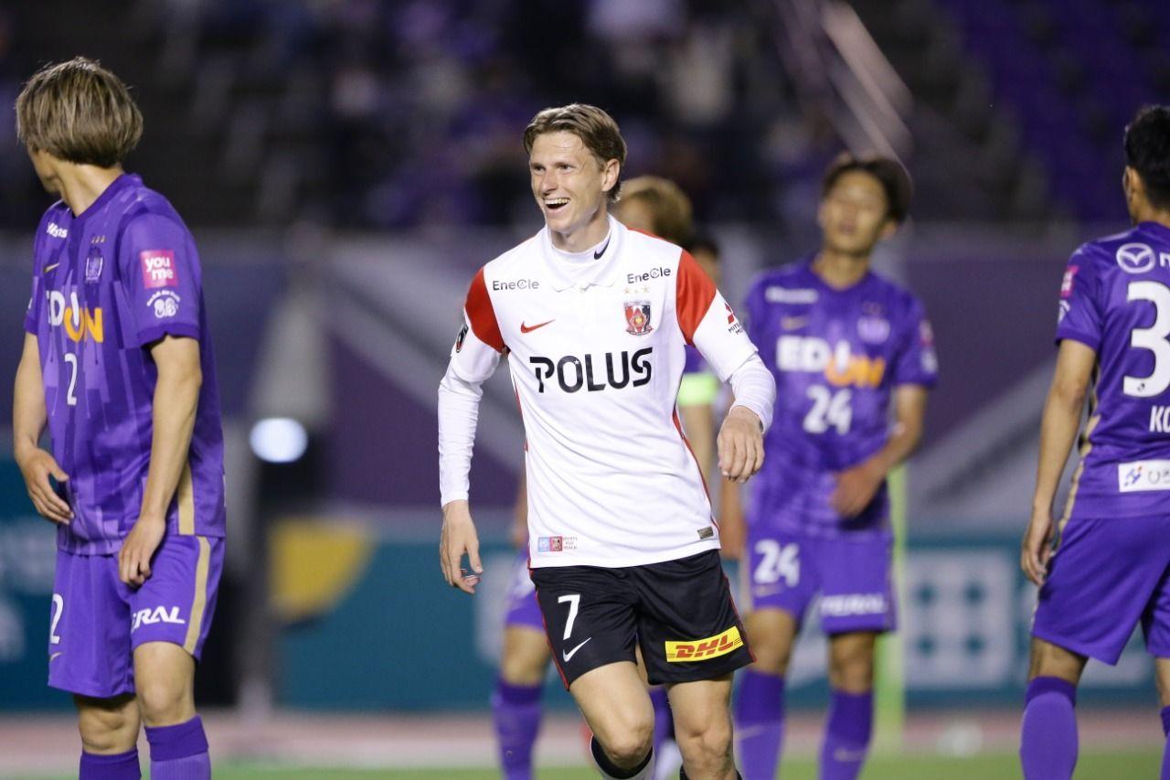 Kasper Junker bermain untuk Urawa Red Diamonds pada laga Meiji Yasuda J1 League 2021.