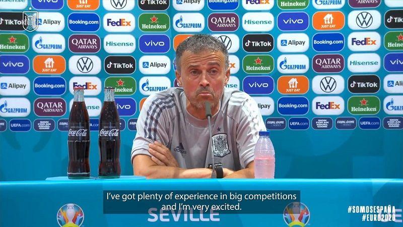 Pelatih timnas Spanyol, Luis Enrique, saat memberikan keterangan pers pada Senin (14/6/2021).