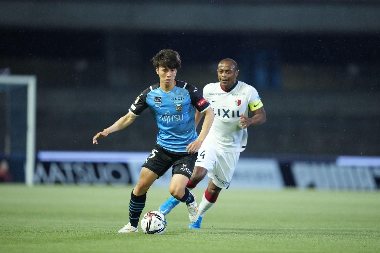 Pemain Kawasaki Frontale, Ao Tanaka, di Meiji Yasuda J1 League 2021.