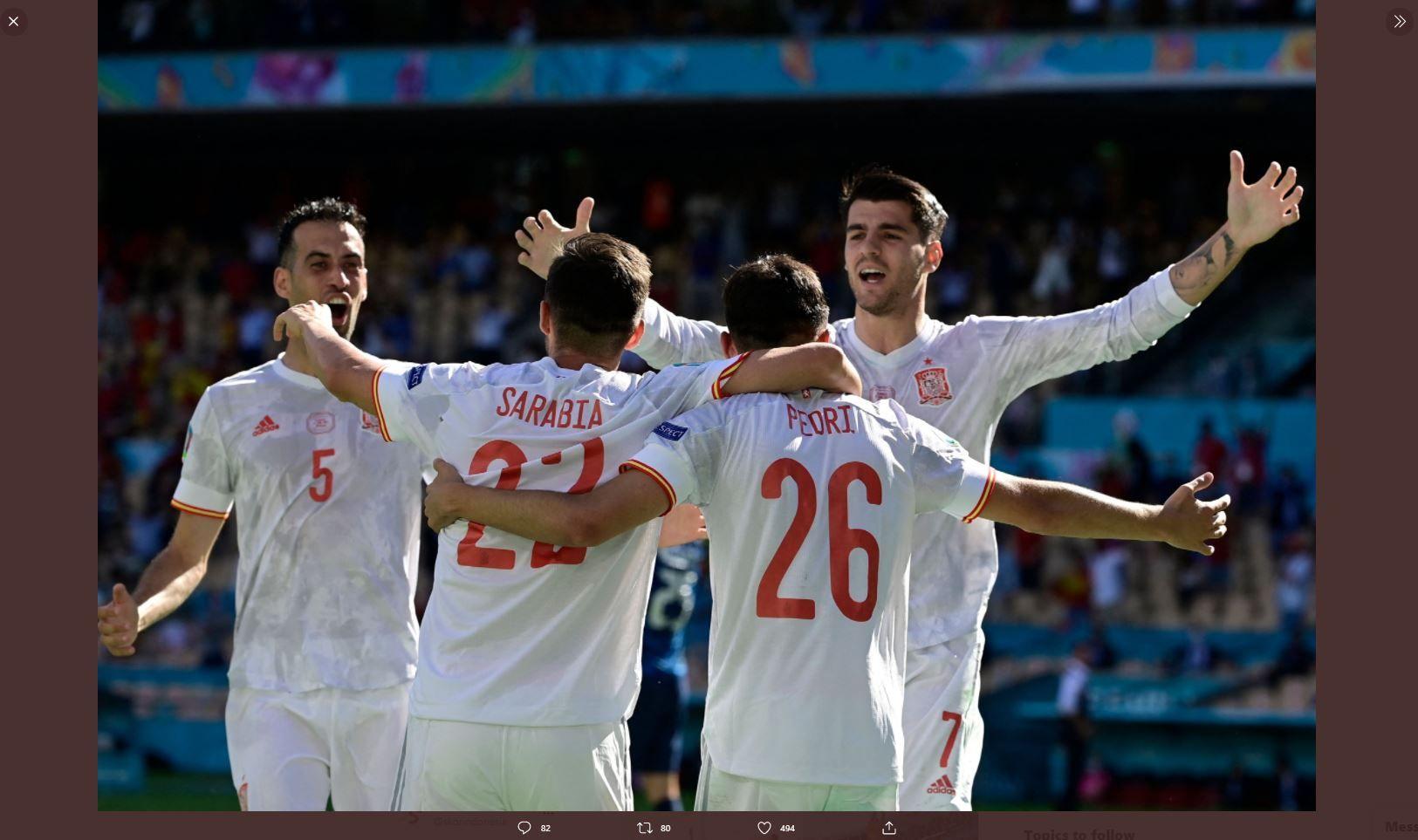 Para pemain timnas Spanyol merayakan gol ke gawang Slowakia di Piala Eropa 2020 (Euro 2020).