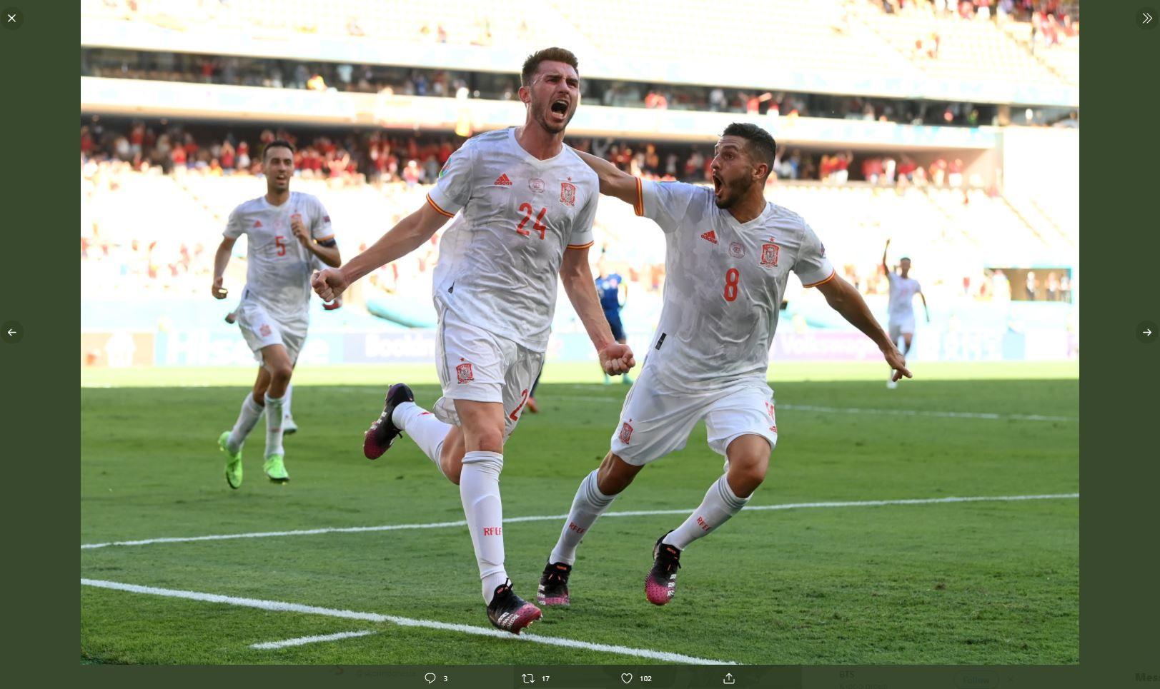 Para pemain Spanyol merayakan gol Aymeric Laporte ke gawang Slovakia di Piala Eropa 2020 (Euro 2020).