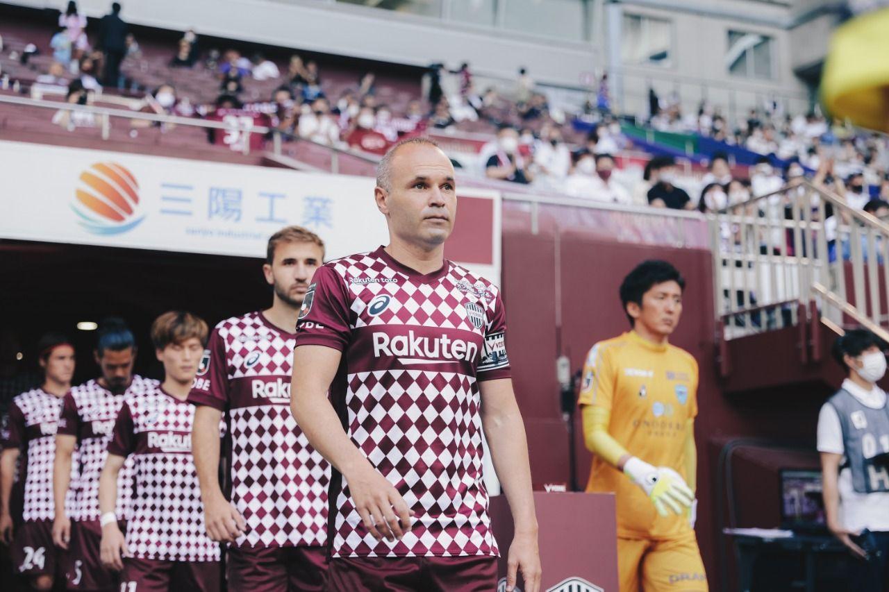 Andres Iniesta memimpin tim Vissel Kobe menghadapi Yokohama FC di Meiji Yasuda J1 League 2021.