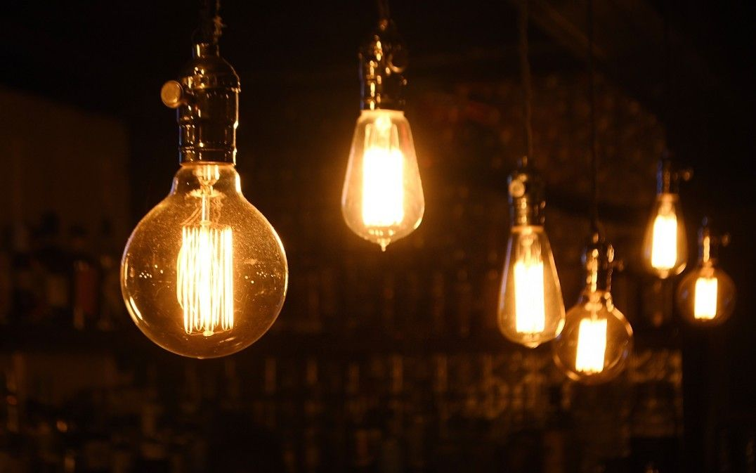 Ilustrasi dari cahaya lampu listrik.