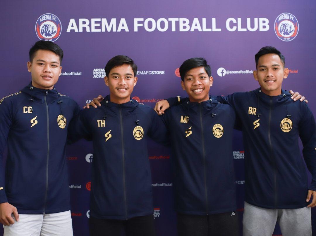 Empat pemain Akademi Arema yang mendapat kesempatan promosi ke tim senior Arema FC.