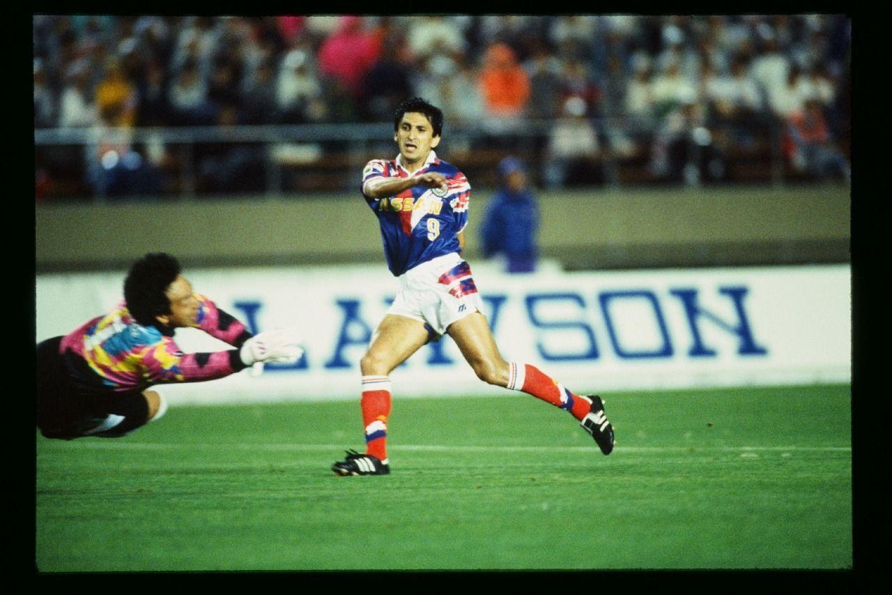 Top skor J.League musim 1993, Ramon Diaz, saat membela Yokohama Marinos.